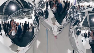 Kunst in Selfies: Wie Social Media die Kunstwelt verändert