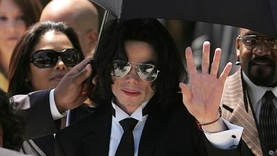 """Michael Jackson utilizaba porno infantil y gore para """"preparar"""" a los niños para el sexo según un informe policial"""