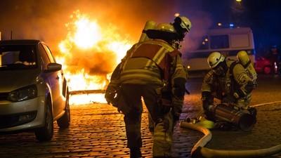 Brennende Autos, Flüchtlinge als Druckmittel, beschlagnahmte Waffen – in Berlin gab es gestern Zoff