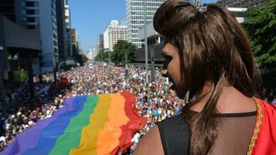 Poveștile persoanelor LGBT agresate în România îți arată cât de încuiați suntem