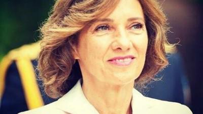 Reacțiile românilor la sfârcurile lui Carmen Iohannis îți arată de ce rămânem un popor de ghiolbani