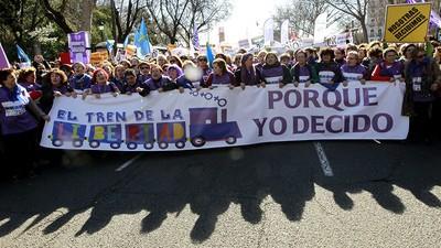 Así persiguen ultracatólicos y gobierno español a las asociaciones de planificación familiar