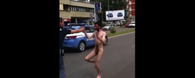 Breve storia degli uomini nudi che aggrediscono la polizia o fanno cose strane a Milano