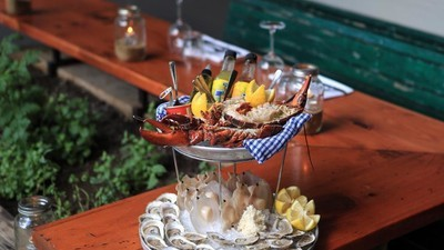 Build This Monstrous Seafood Tower for a Better Summer