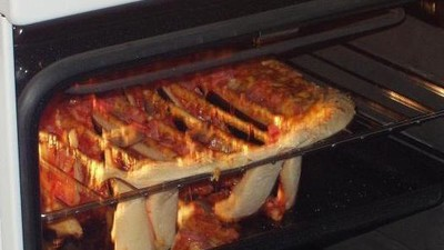 Eine Frau hat den Notruf angerufen, weil sie zu wenig Käse auf der Pizza hatte