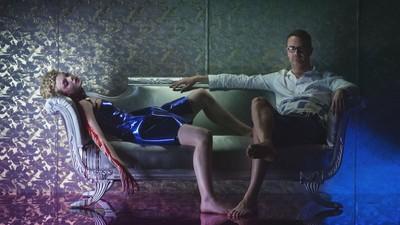 Kannibalenmodels und Schönheitswahn: 'The Neon Demon' ist ein greller Horrortrip durch die Modeindustrie