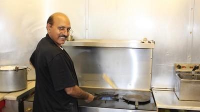 Cum e să ții post negru de Ramadan când lucrezi la restaurant