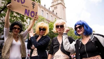 """""""Rape Culture ist Terror"""": Fotos von der Solidaritätsdemo für Gina-Lisa"""
