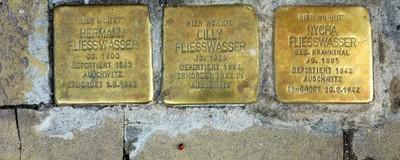 """Rechtsextreme rufen dazu auf, Holocaust-""""Stolpersteine"""" zu überkleben"""