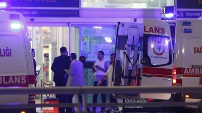 Homens bomba atacam aeroporto Ataturk em Istambul, várias mortes relatadas