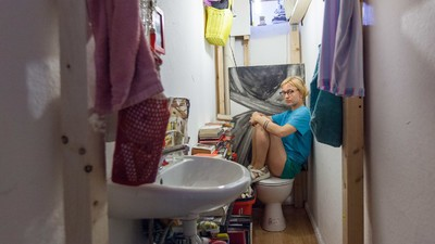 Diese Berlinerin wohnt auf einer 2,4 Quadratmeter großen Gästetoilette