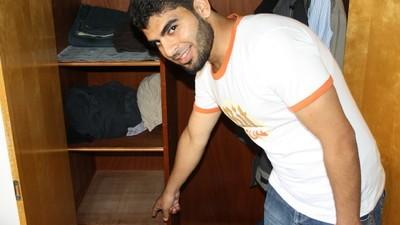 Held der Woche: Syrischer Flüchtling, der 50.000 Euro findet und bei der Polizei abgibt