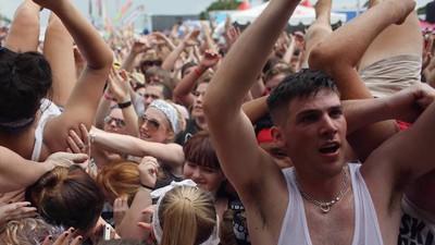 Pogo ist das neue Hände-Wippen: Werden HipHop-Shows jetzt zu Punkrock-Konzerten?