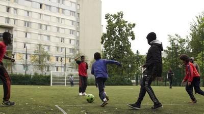 À Saint-Denis, si près du Stade de France, si loin de l'Euro