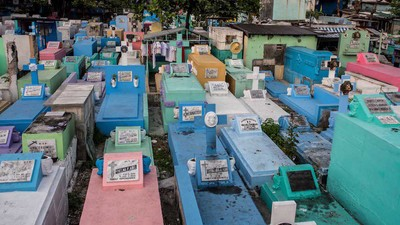Inside the Philippines' Cemetery Slum