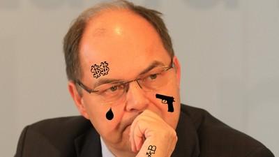 """Ein CSU-Minister warnt euch vor """"spontanen Tattoos"""" im Urlaub"""