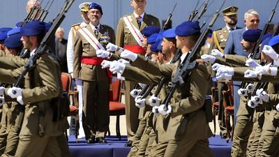 'La milicia no es lugar para maricas': así se vive la homosexualidad en el ejército español