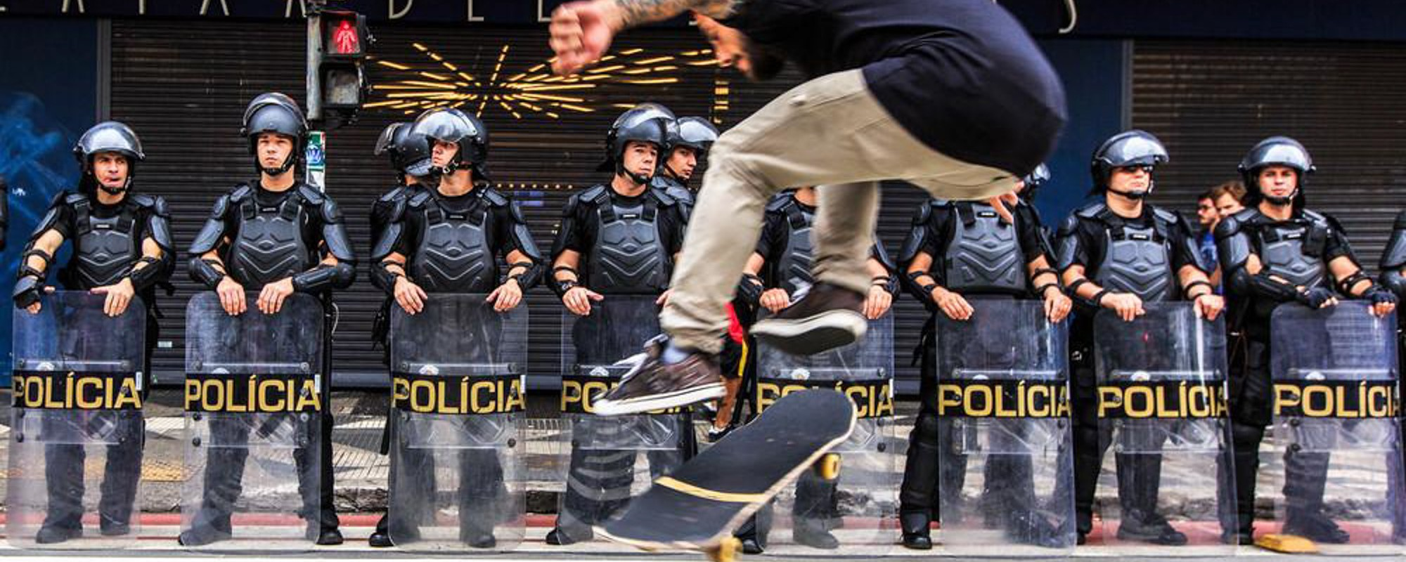 Flipando o sistema desde junho de 2013: fotos de skate nos protestos