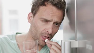 13 Tricks, mit denen du es endlich schaffst, nicht immer zu viel zu trinken