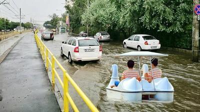 De ce rămâne Bucureștiul paralizat la fiecare ploaie și cum se poate rezolva problema