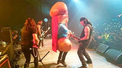 Los Mägo de Oz pueden convertirte en una polla gigante (y lo peor es que es cierto)