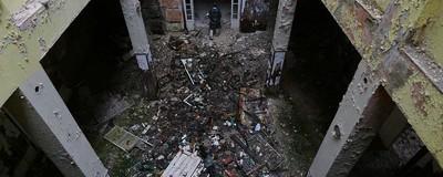 Am vizitat un orfelinat abandonat din România alături de un tânăr care a suferit acolo