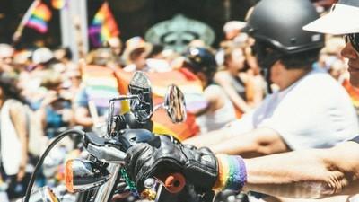 Wie ein lesbischer Motorradclub den Opfern von Orlando gedenkt
