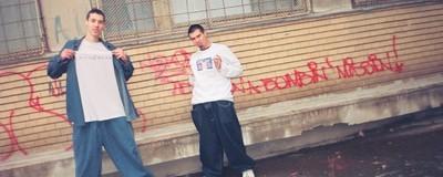 Hainele rapperilor români din anii '90 erau mai mișto ca boarfele hipsterești de azi