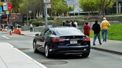 L'azienda Tesla ha riconosciuto il primo incidente mortale con il pilota automatico di una sua auto