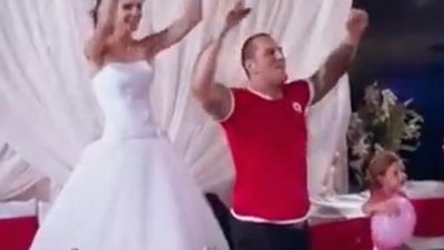 Il video romantico e spaventoso del matrimonio di due ultras bulgari