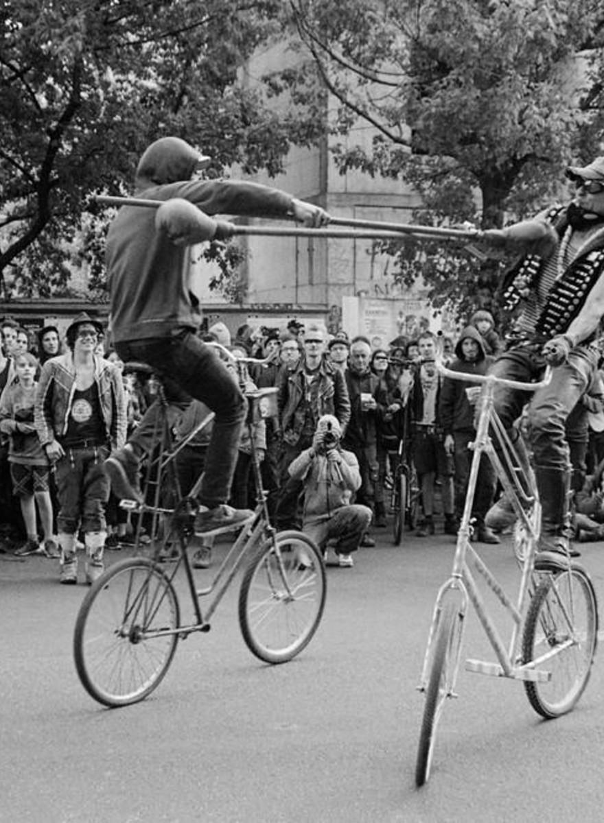 "Fotos da brutal ""Guerra de Bikes"" em Berlim"
