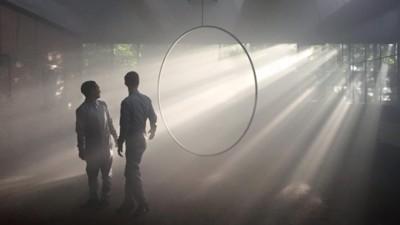 Overal in De School schijnt Children of the Light op je neer