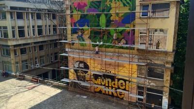 Terasa Facultății de Arhitectură din București devine spațiu de evenimente cu ditamai pictura