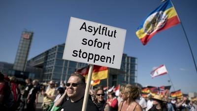 """In Deutschland steigt die Angst, von Migranten """"überrannt"""" zu werden"""