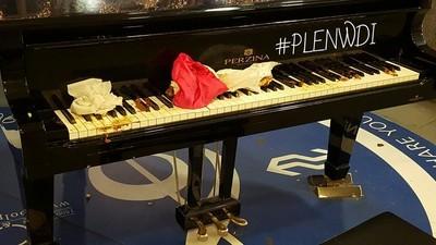 Waarom haten zoveel mensen op die openbare piano's op NS-stations?