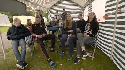We keken de film 'Renesse' met een groep zuipende jongeren in Renesse