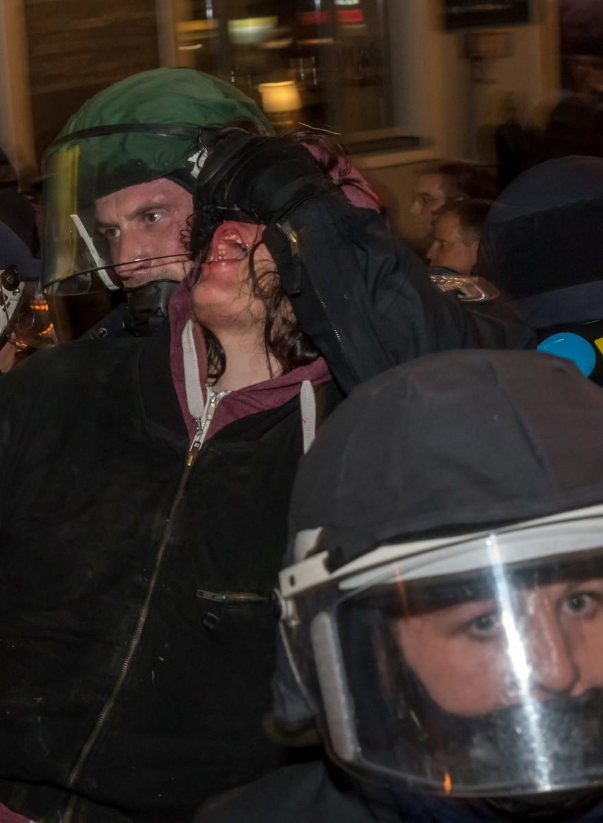 """""""Bullenschweine raus"""" – Fotos von der eskalierten Linken-Demo in Berlin"""