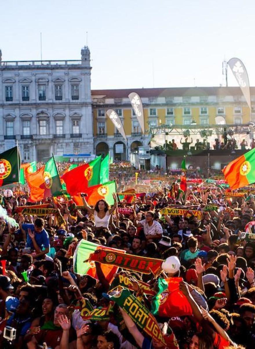 Fotos de fans portugueses celebrando la victoria de la Eurocopa 2016