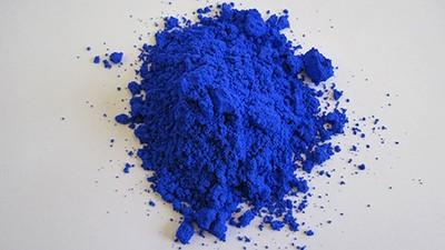 Dieser Chemiker hat aus Versehen ein neues Blaupigment entwickelt
