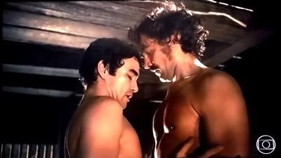 O trio gay comentando a cena gay da novela é melhor que a cena gay da Globo