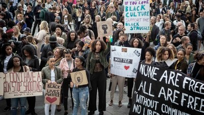 """""""Vi har også noget at kæmpe med i Danmark"""" - vi tog til Black Lives Matter-demonstration i København"""