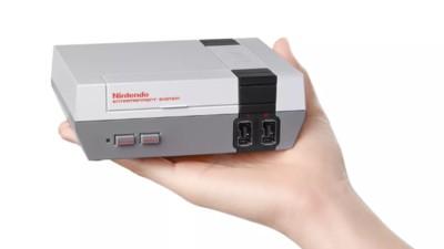 De nieuwe Nintendo Classic is zo klein dat 'ie in je hand past