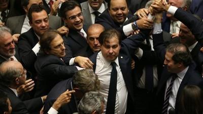 DEM de volta ao poder e Cunha na lona: a semana da política no Brasil