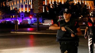 Turcia, sub asediu: Armata a încercat o lovitură de stat