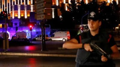 Militares turcos afirmam ter dado um golpe, governo diz que ainda está no controle