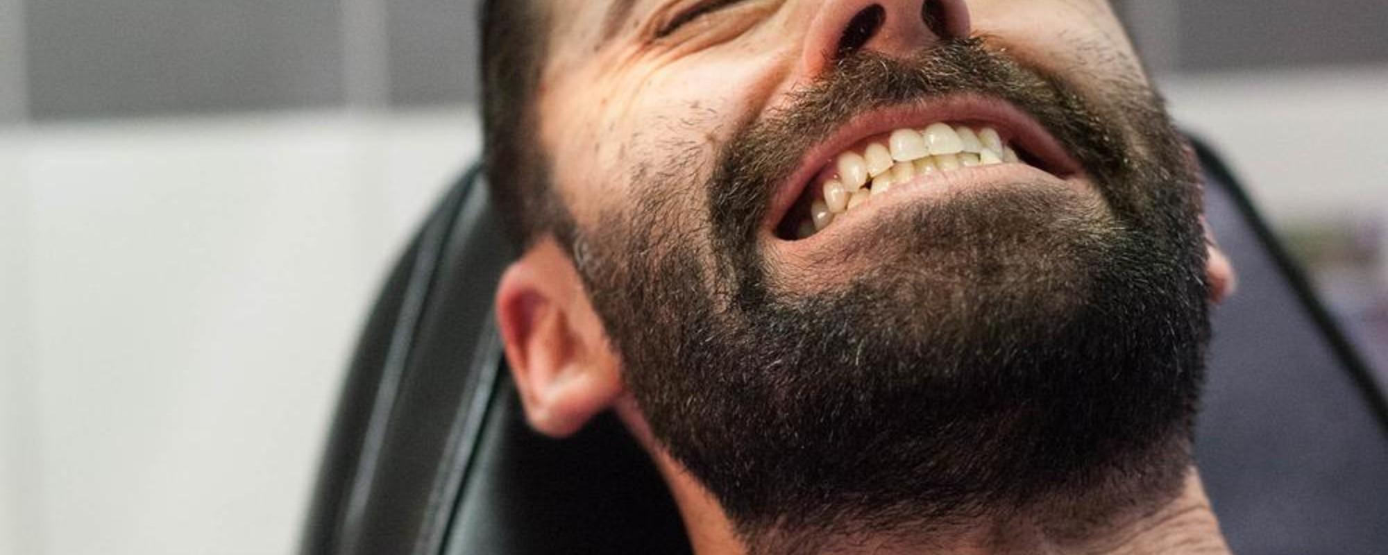 Expressões de dor de quem está a ser tatuado
