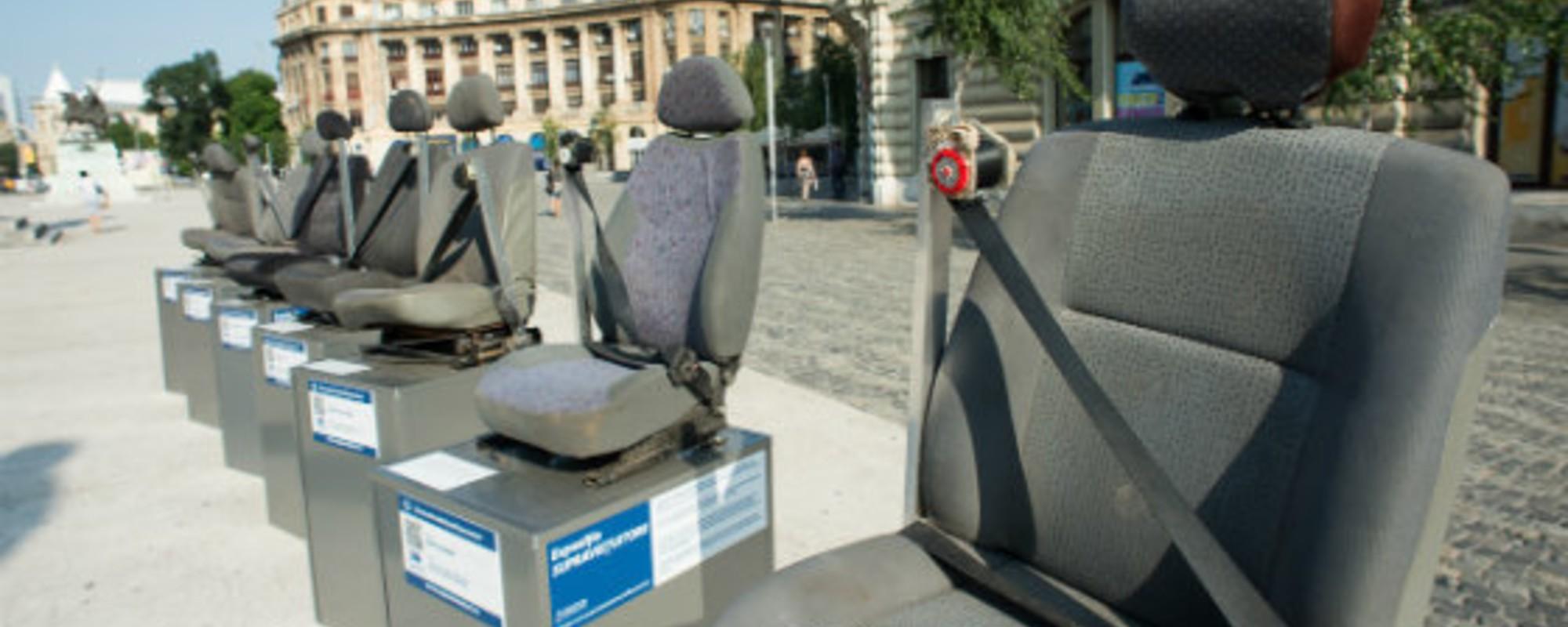 Fotografiile astea cu scaune auto din accidente rutiere îți arată cum centura poate salva vieți