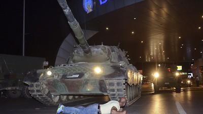 Inwoners van Istanbul vertellen hoe zij de mislukte staatsgreep hebben beleefd