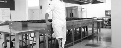 Por dentro da cozinha colombiana que está transformando soldados e guerrilheiros em chefs de cozinha