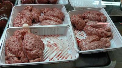 Ein Mann hat ein konserviertes Gehirn geklaut, um von der Flüssigkeit high zu werden